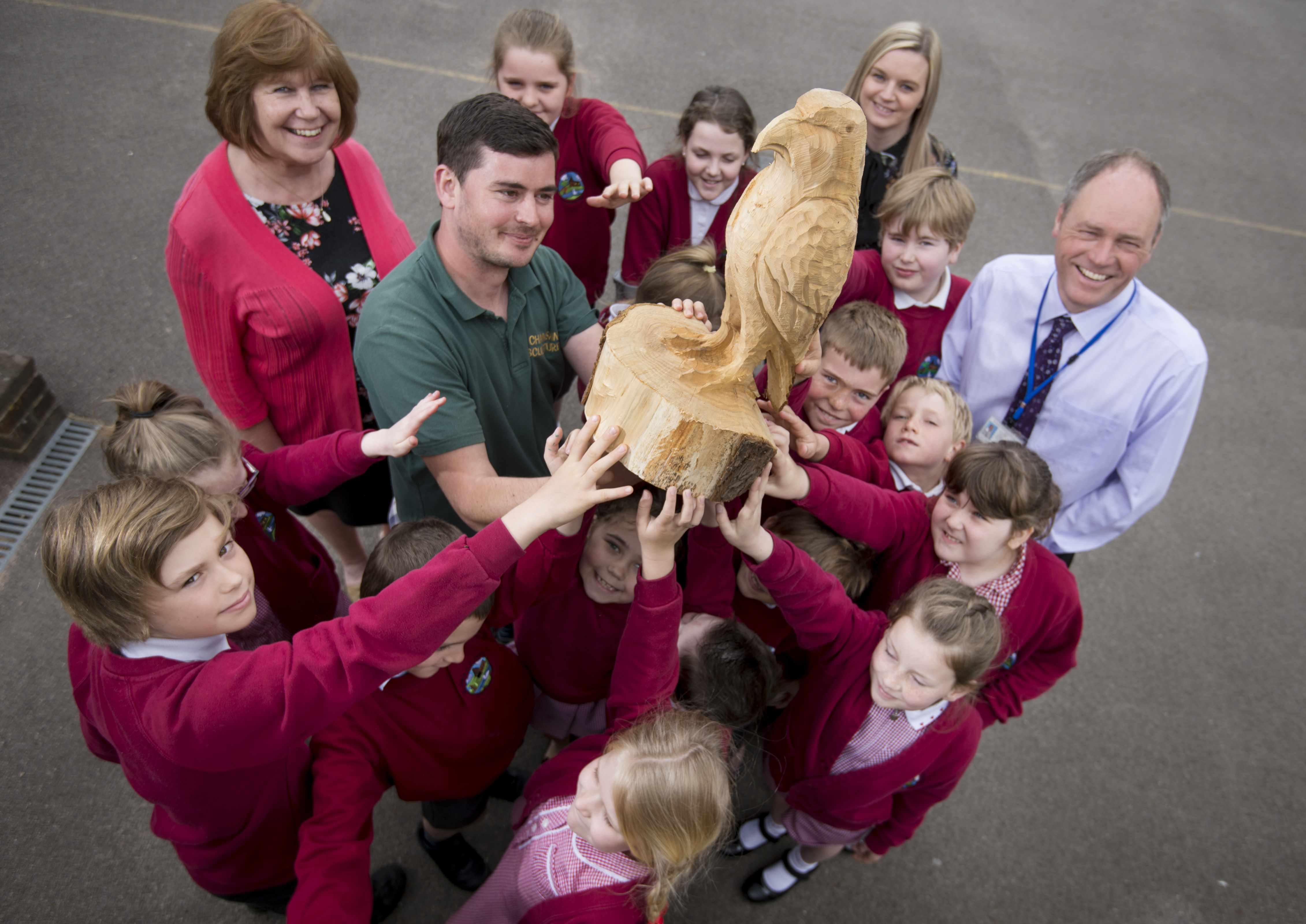Coldwaltham youngsters inspire chainsaw artist's village sculpture
